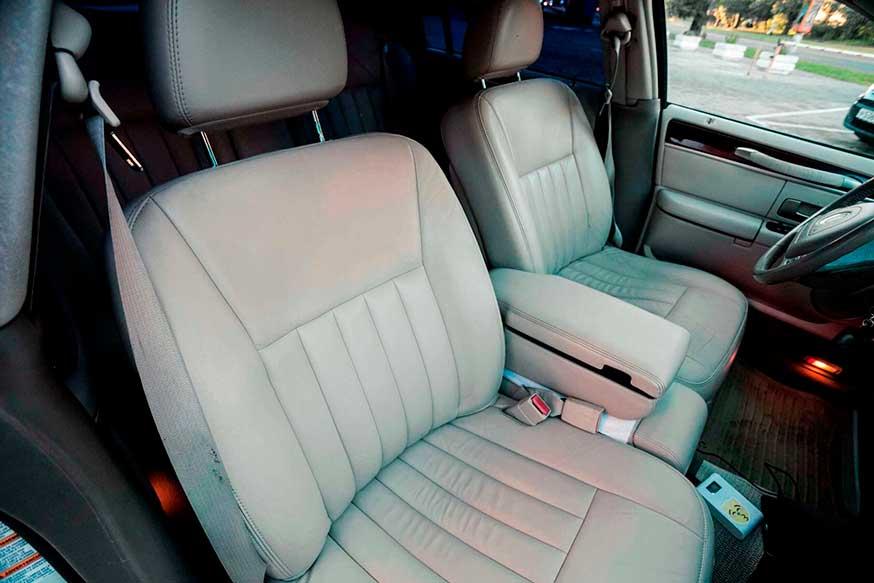 Передние сидения салон автомобиля Lincoln - Трансфер из Калининграда