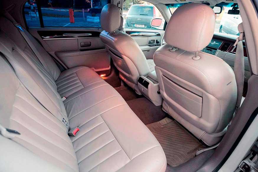 Задниее сидение автомобиля Lincoln - Трансфер из Калининграда